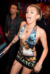 Майли Сайрус на вручении наград «MTV Europe Music Awards» в Амстердаме: miley-cyrus-2013-mtv-ema--01_Starbeat.ru