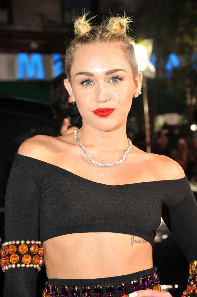 «MTV Video Music Awards 2013» в Бруклине: скандальное выступление Майли Сайрус: miley-cyrus-pictures-hot-vma-2013-mtv-performance--38_Starbeat.ru