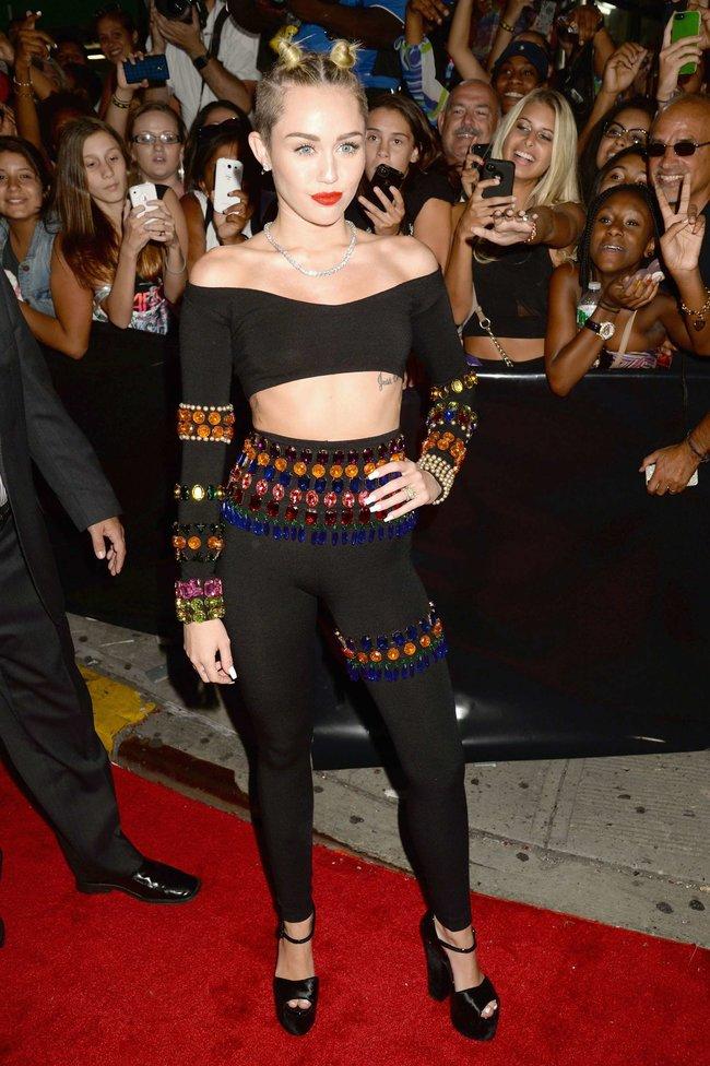 «MTV Video Music Awards 2013» в Бруклине: скандальное выступление Майли Сайрус: miley-cyrus-pictures-hot-vma-2013-mtv-performance--41_Starbeat.ru