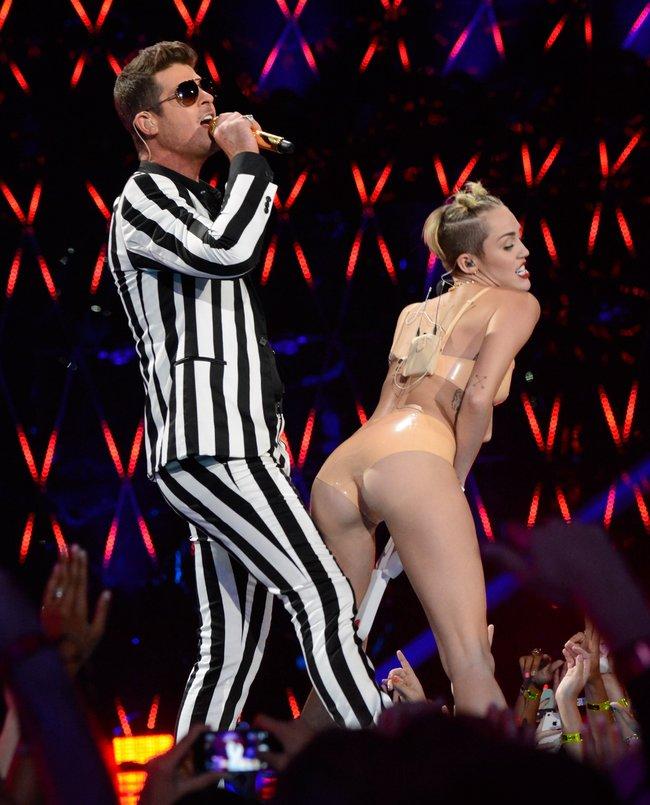 «MTV Video Music Awards 2013» в Бруклине: скандальное выступление Майли Сайрус: miley_cyrus_vma_2013_hot-mtv_performance_Starbeat.ru