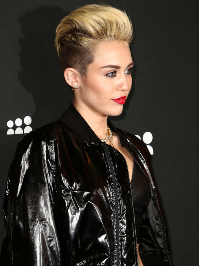 Майли Сайрус на вечеринке «Myspace» в Лос-Анджелесе: miley-cyrus-at-myspace-launch-event-in-la-adds-01_Starbeat.ru