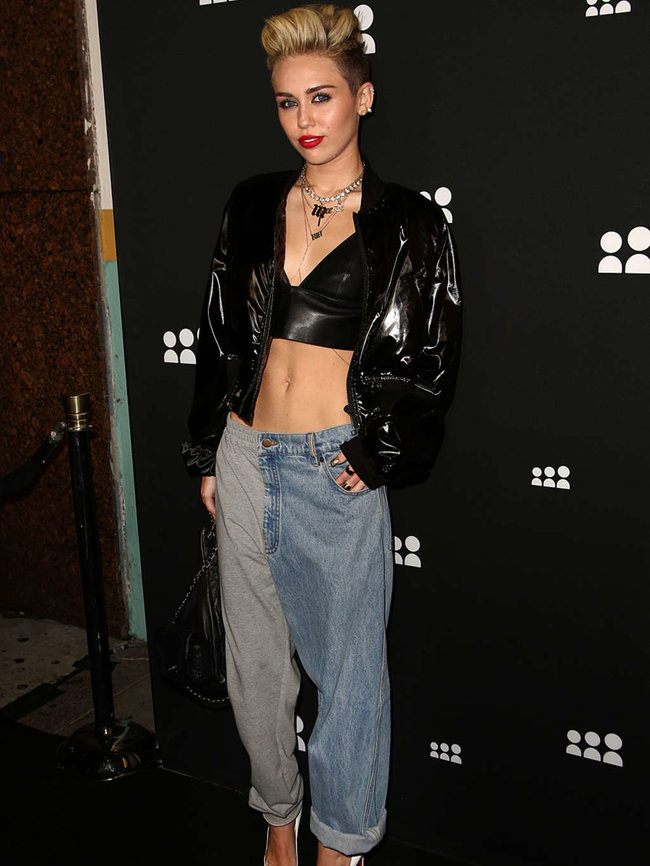Майли Сайрус на вечеринке «Myspace» в Лос-Анджелесе: miley-cyrus-at-myspace-launch-event-in-la-adds-05_Starbeat.ru