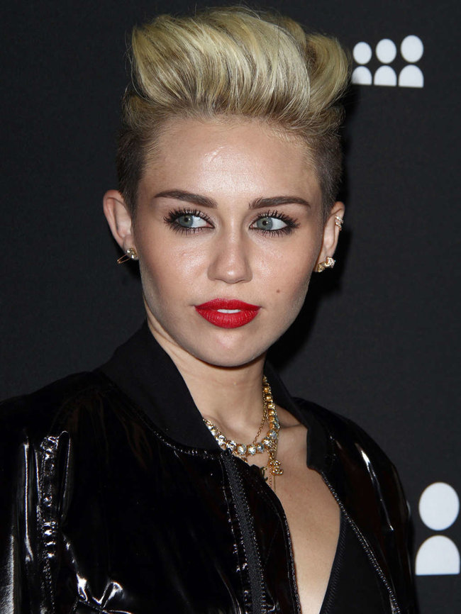 Майли Сайрус на вечеринке «Myspace» в Лос-Анджелесе: miley-cyrus-at-myspace-launch-event-in-la-adds-06_Starbeat.ru