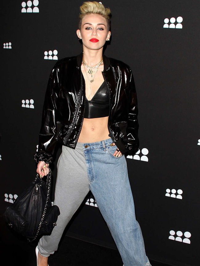 Майли Сайрус на вечеринке «Myspace» в Лос-Анджелесе: miley-cyrus-at-myspace-launch-event-in-la-adds-08_Starbeat.ru