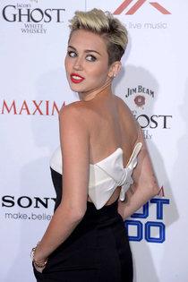 Майли Сайрус: самая горячая девушка журнала «Maxim»: miley-cyrus-at-the-maxim-hot-100-party--26_Starbeat.ru