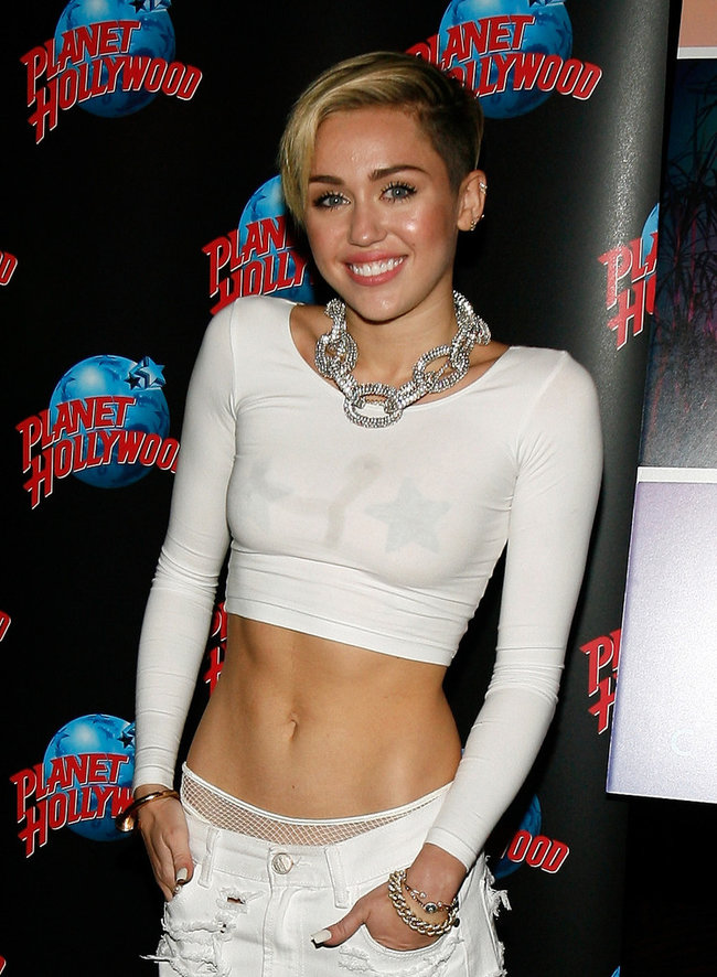 Презентация нового альбома Майли Сайрус «Bangerz» в «Planet Hollywood»: miley-cyrus-bangerz-promo-in-nyc--13_Starbeat.ru