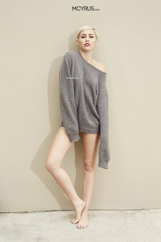 Майли Сайрус: певица продемонстрировала свою обнаженную грудь (фотограф: Brian Bowen Smith): miley-cyrus-brian-bowen-smith-photoshoot--22_Starbeat.ru