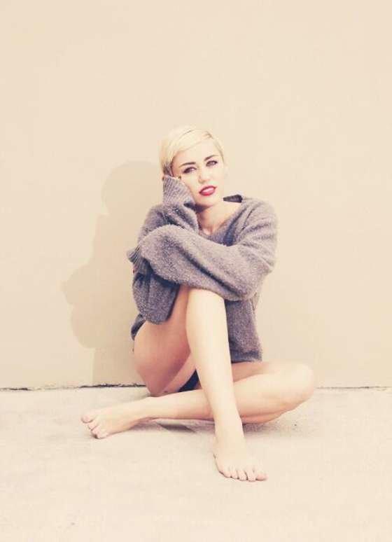 Майли Сайрус: певица продемонстрировала свою обнаженную грудь (фотограф: Brian Bowen Smith): miley-cyrus-brian-bowen-smith-photoshoot--13_Starbeat.ru