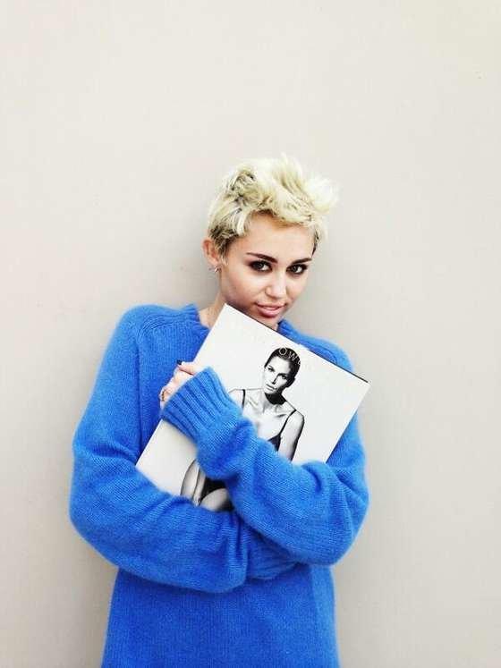 Майли Сайрус: певица продемонстрировала свою обнаженную грудь (фотограф: Brian Bowen Smith): miley-cyrus-brian-bowen-smith-photoshoot--18_Starbeat.ru
