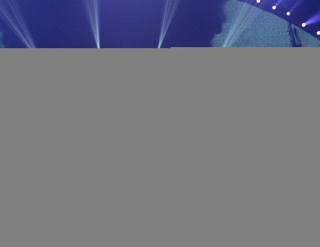 Майли Сайрус выступила на сцене фестиваля «iHeartRadio»: miley-cyrus-iheart-2013--109_Starbeat.ru