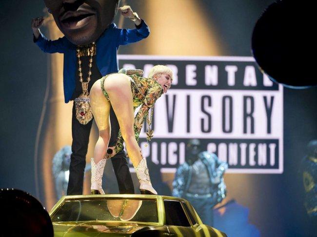 Майли Сайрус выступила в Ванкувере на «Rogers Arena»: miley-cyrus-111_Starbeat.ru
