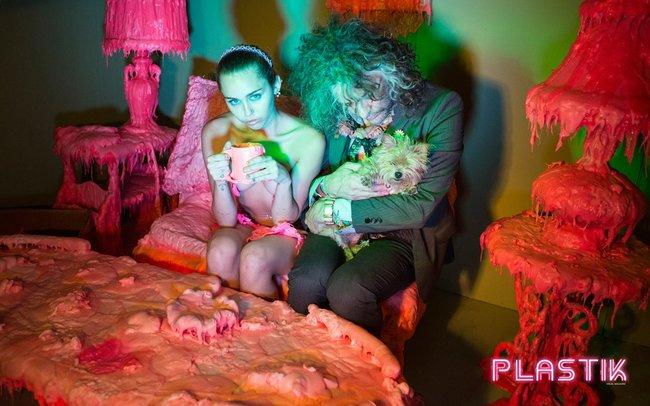 Голая Майли Сайрус окончательно потеряла стыд на страницах Plastik Magazine: miley-cyrus-11_Starbeat.ru