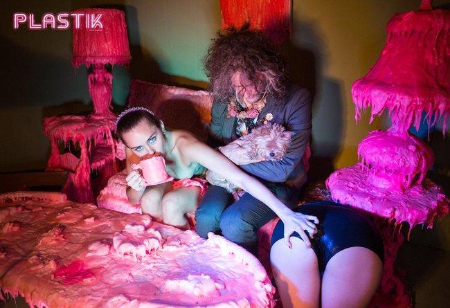 Голая Майли Сайрус окончательно потеряла стыд на страницах Plastik Magazine: miley-cyrus-12_Starbeat.ru