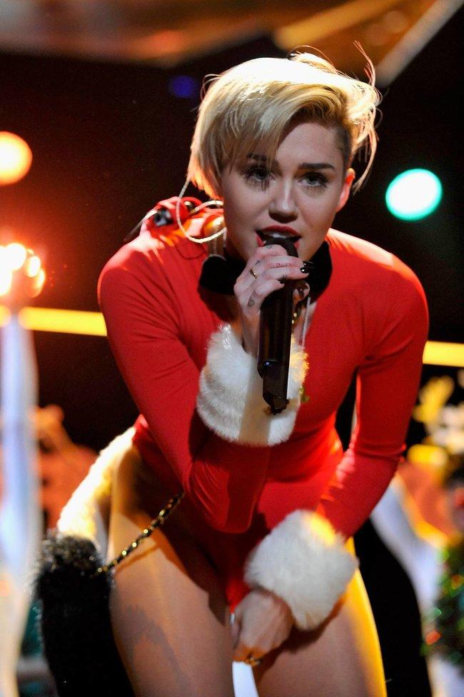 Майли Сайрус выступила в Атланте на концерте «Power 96.1 Jingle Ball 2013»: miley-cyrus-131_Starbeat.ru