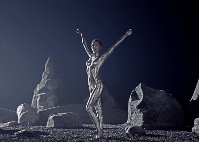 Майли Сайрус: фото с процесса съемок клипа «Real and True»: miley-cyrus-312_Starbeat.ru