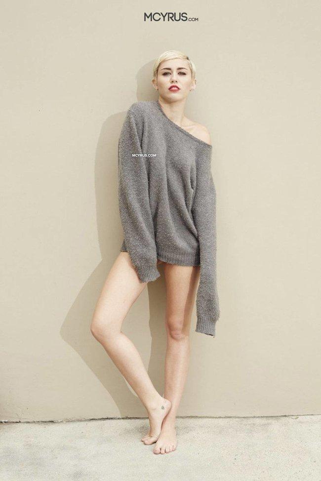 Майли Сайрус: певица продемонстрировала свою обнаженную грудь (фотограф: Brian Bowen Smith): miley-cyrus-310_Starbeat.ru