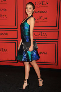 Миранда Керр в Нью-Йорке на «CFDA Fashion Awards»: miranda-kerr---2013-cfda-fashion-awards--01_Starbeat.ru