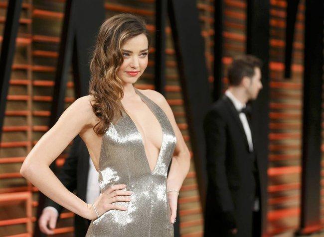 Миранда Керр в Голливуде: красная дорожка вечера «Vanity Fair»: miranda-kerr-2_Starbeat.ru