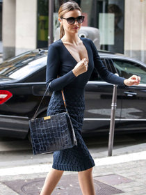Модель Миранда Керр на шоппинге в Париже: miranda-kerr-shopping-candids-in-paris--01_Starbeat.ru