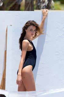 Миранда Керр топлесс: съемки фотосессии на пляже Майами: miranda-kerr-13_Starbeat.ru