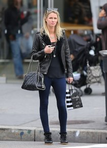 Ники Хилтон на шоппинге в Нью-Йорке: nicky-hilton-in-jeans--01_Starbeat.ru