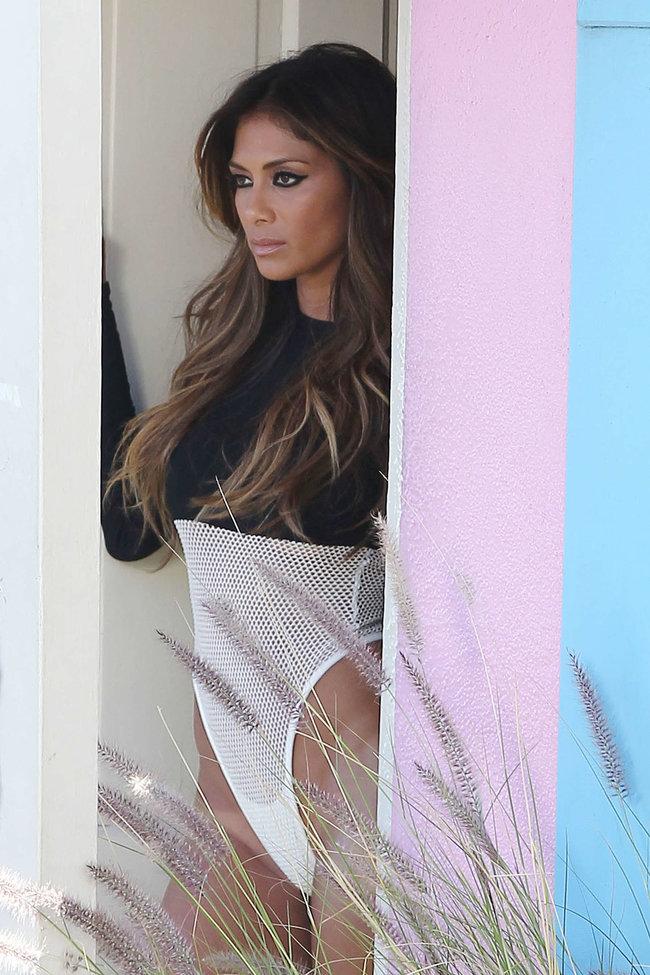 Николь Шерзингер в Калифорнии: съемки фотосессии: nicole-scherzinger-bikini-photos-photoshoot-in-sunland--11_Starbeat.ru