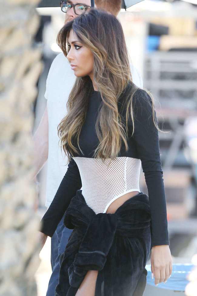 Николь Шерзингер в Калифорнии: съемки фотосессии: nicole-scherzinger-bikini-photos-photoshoot-in-sunland--20_Starbeat.ru