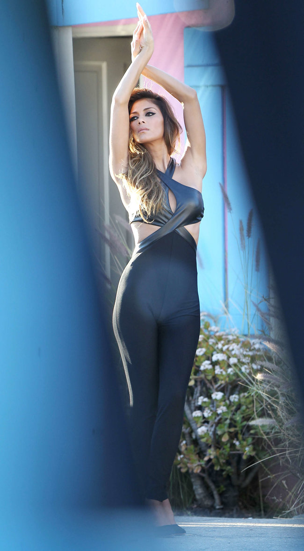 Николь Шерзингер в Калифорнии: съемки фотосессии: nicole-scherzinger-bikini-photos-photoshoot-in-sunland--23_Starbeat.ru