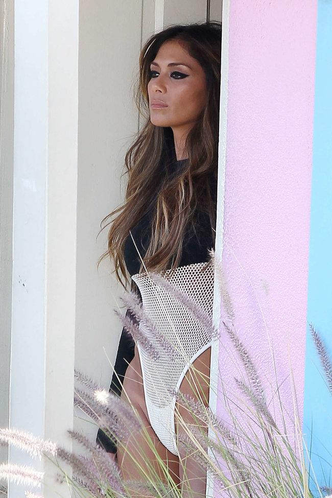 Николь Шерзингер в Калифорнии: съемки фотосессии: nicole-scherzinger-bikini-photos-photoshoot-in-sunland--32_Starbeat.ru