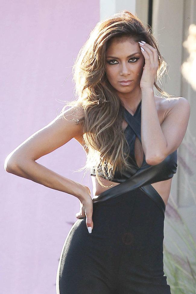 Николь Шерзингер в Калифорнии: съемки фотосессии: nicole-scherzinger-bikini-photos-photoshoot-in-sunland--33_Starbeat.ru