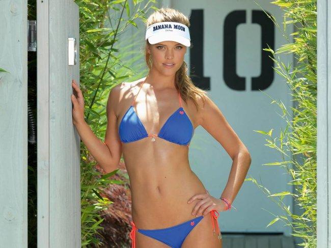 Нина Агдал в бикини: реклама купальников «Banana Moon»