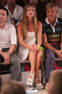 Нина Агдал в первом ряду на модном показе «Beach Bunny Show»: nina-agdal---mercedes-benz-fashion-week-2013--01_Starbeat.ru