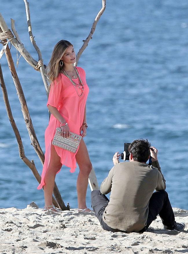 Бикини-фотосессия в Лос-Анджелесе: Нина Агдал: nina-agdal-bikini-photoshoot--13_Starbeat.ru