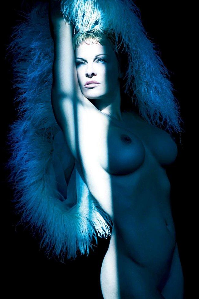 Обнаженная Памела Андерсон снялась для журнала «PURPLE»