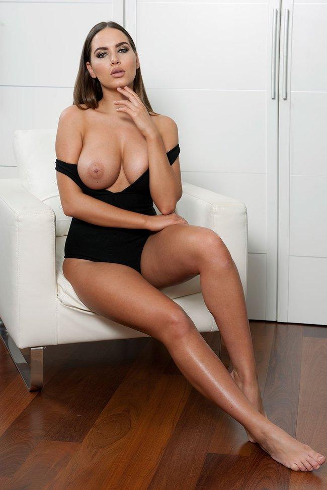 Внимание: сиськи! Подборка фото разных знаменитостей: sabine-jemeljanova-9_Starbeat.ru