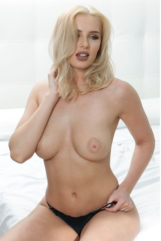 Разнокалиберные бубсы: подборка всяких женщин: lissy-cunningham-7_Starbeat.ru