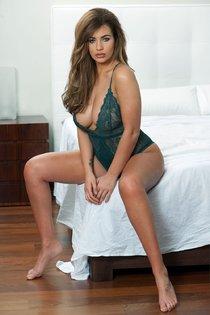 Холли Пирс и другие модели в топлес фотосессии: holly-peers-1-2_Starbeat.ru
