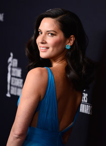 Оливия Мунн на 16-й ежегодной церемонии «Costume Designers Guild Awards»: olivia-munn-2014-costume-designers-guild-awards-in-beverly-hills--01_Starbeat.ru