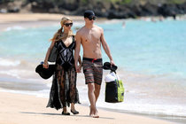 Пэрис Хилтон и Ривер Виипери на отдыхе в Мауи (Гавайи): paris-hilton-and-river-viiperi-on-vacation-in-maui--01_Starbeat.ru