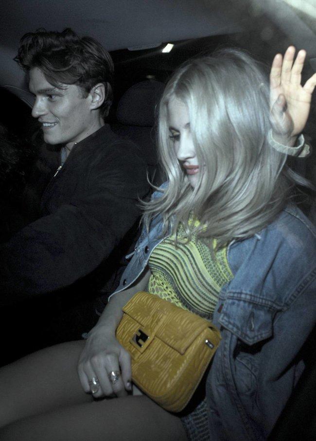 Пикси Лотт: в объективах папарацци в Лондоне: pixie-lott-91_Starbeat.ru