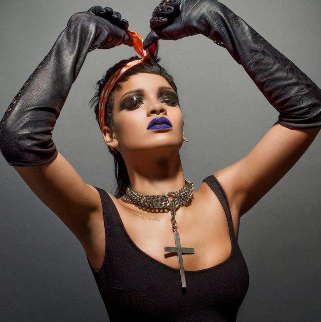 Фотосессия Рианны для «032c Magazine» (зима 2013/2014): rihanna-032c-magazine--03_Starbeat.ru