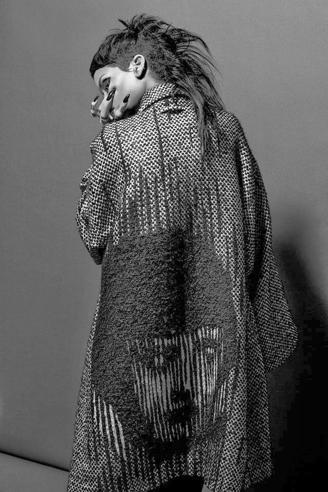 Фотосессия Рианны для «032c Magazine» (зима 2013/2014): rihanna-032c-magazine--15_Starbeat.ru
