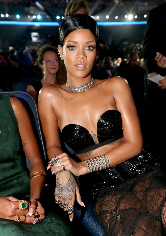 «American Music Awards 2013» в Лос-Анджелесе: Рианна: rihanna-2013-american-music-awards--06_Starbeat.ru