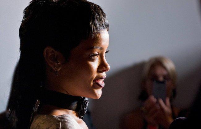 Рианна на Неделе Моды в Нью-Йорке: rihanna-15_Starbeat.ru
