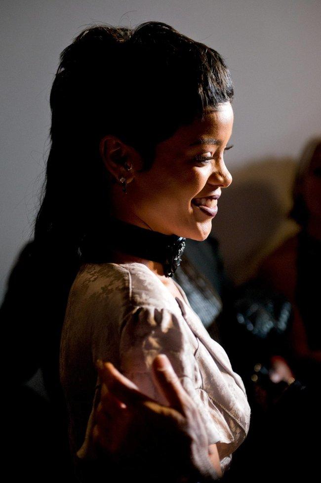 Рианна на Неделе Моды в Нью-Йорке: rihanna-31_Starbeat.ru