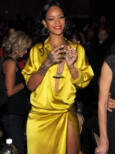 Рианна на светском рауте «Clive Davis 56th GRAMMY Awards»: rihanna-grammy-2014-clive-davis-pre-grammy-1_Starbeat.ru