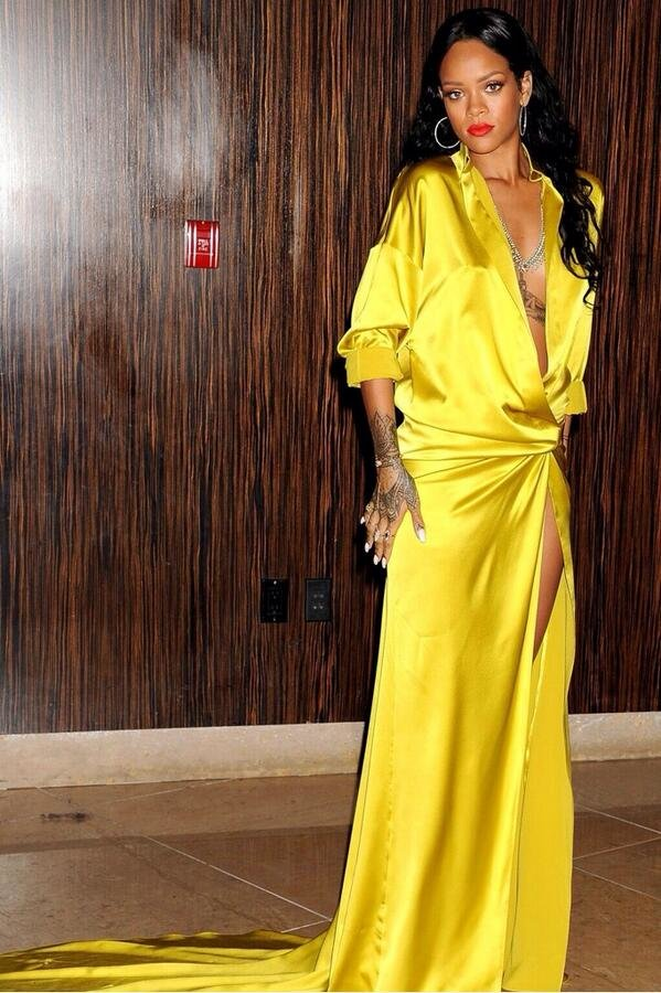 Рианна на светском рауте «Clive Davis 56th GRAMMY Awards»: rihanna-grammy-2014-clive-davis-pre-grammy-6_Starbeat.ru
