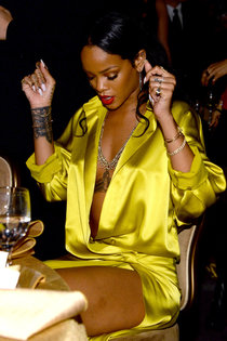 Рианна на светском рауте «Clive Davis 56th GRAMMY Awards»: rihanna-2014-grammy-photos--01_Starbeat.ru