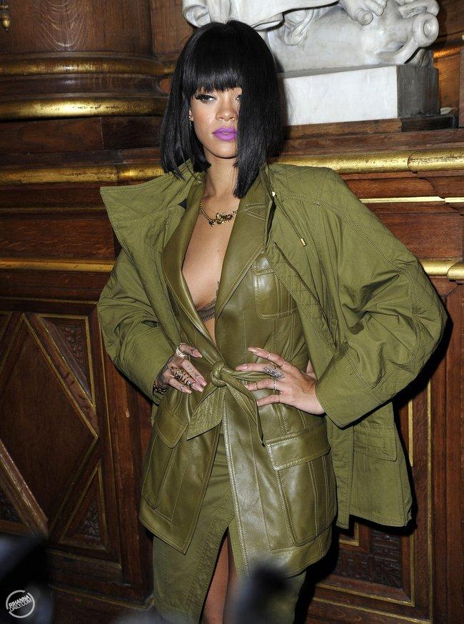 Рианна побывала на модном показе «Balmain» в Париже