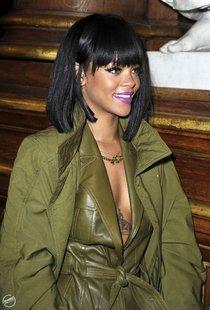 Рианна побывала на модном показе «Balmain» в Париже: rihanna10_Starbeat.ru